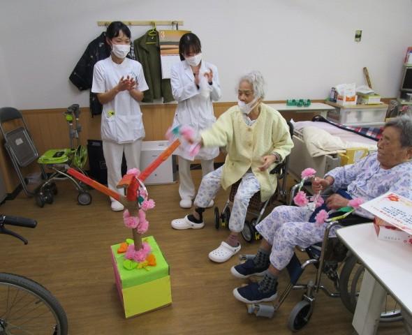 入院患者様とひな祭りを楽しみました。