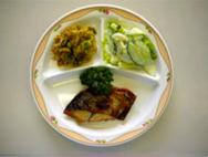 焼き魚・小板のサラダ・キャベツのごま酢あえ